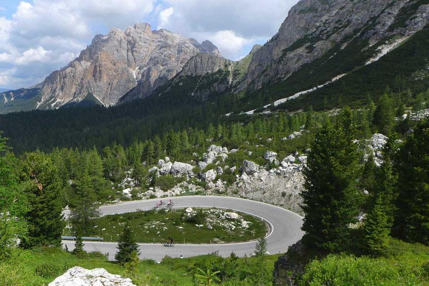 Dolomiten - Gadertal - Passstrasse Falzarego Pass