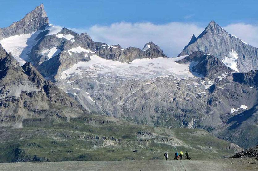 Zermatt Biker am Trockenen Steg – Blick auf die Weisshorngruppe