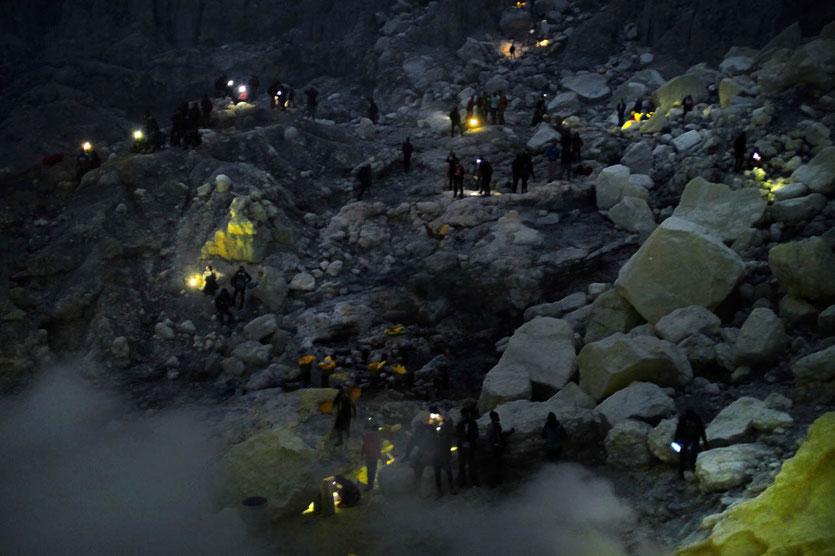 Ijen Blaues Feuer Blue Fire crater tour Vulkan Krater besteigen