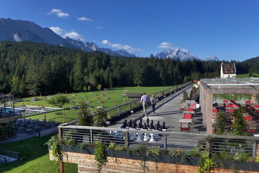 Kranzbach Terrasse Garten Wellnesshotel Deutschland Bayern Garmisch