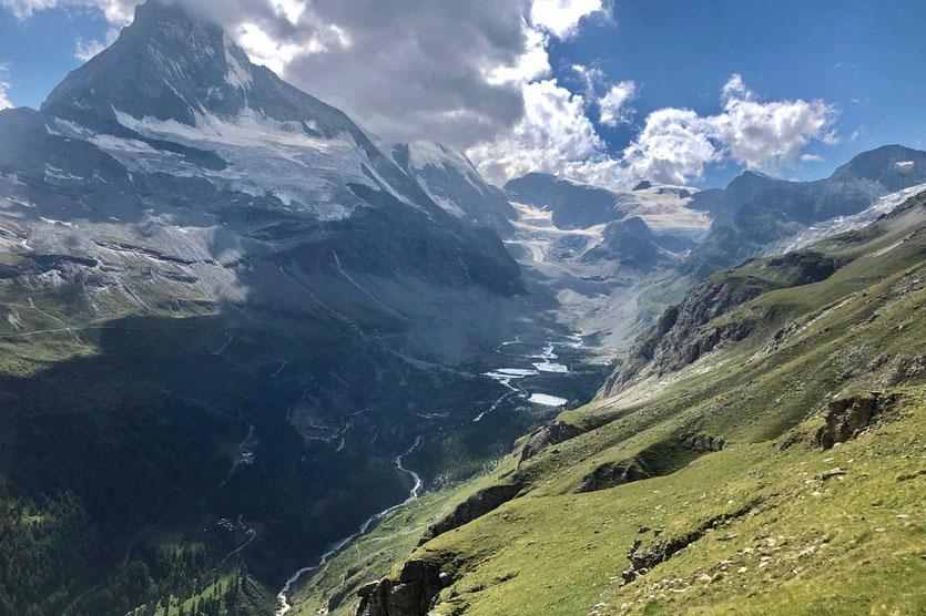 Wanderweg Höhbalmen mit Blick auf die Matterhorn Norwand