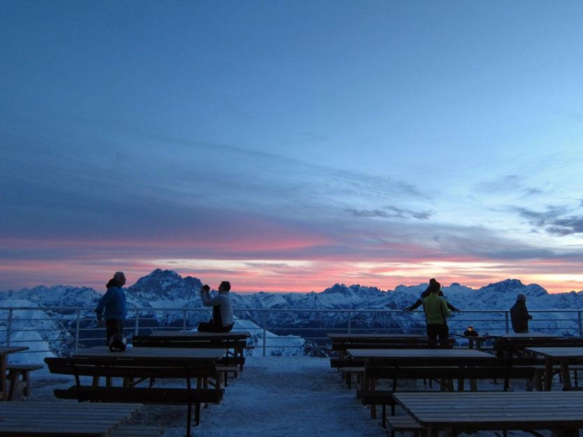 Sonnenuntergang auf der Rifugio Lagazuoi Hütte, Dolomiten Südtirol
