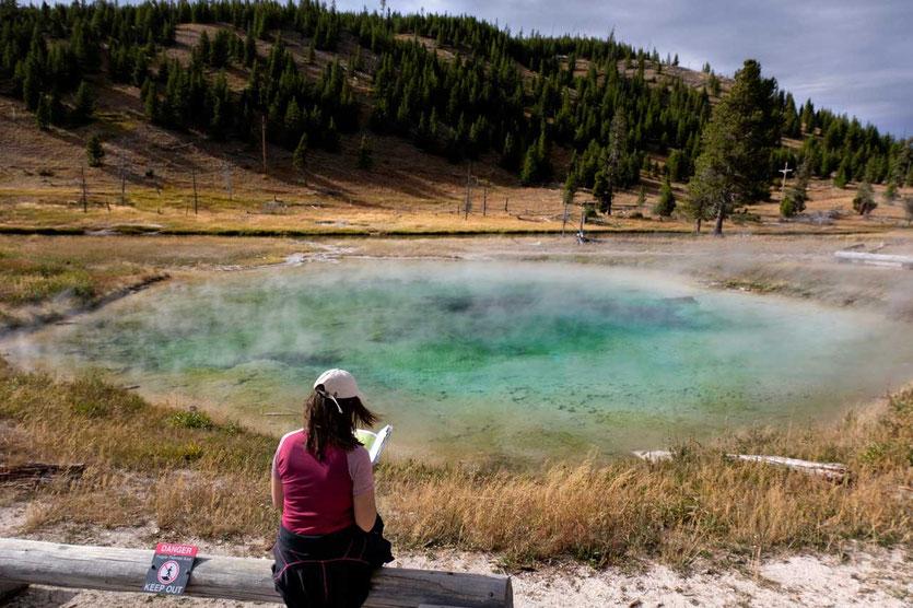 blaue heiße Quelle im Yellowstone