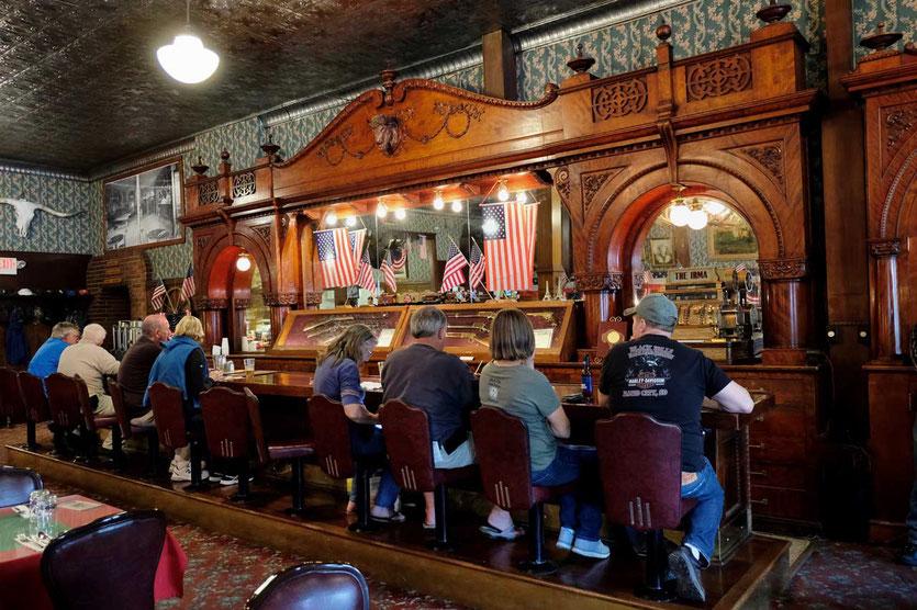 Bar im legendäres Irma Hotel Bufallo Bill Cody