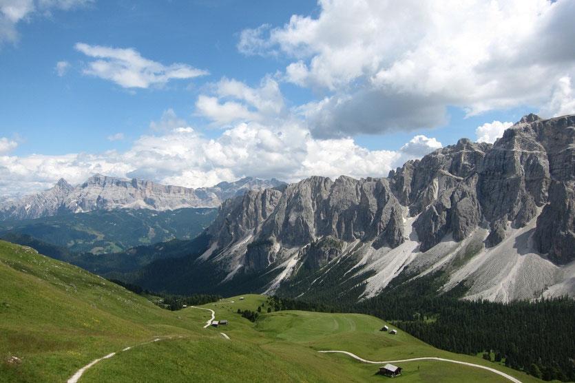 Blick vom Kreuzjoch beim Aufstieg zur Schlüterhütte, Villnössertal Südtirol