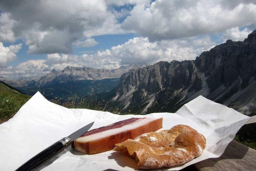 Bauernspeck und Schüttelbrot aus St. Magdalena, Südtirol