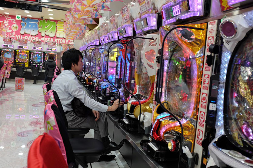 Pachinko arcade Spielhalle Shinjuku Tokio