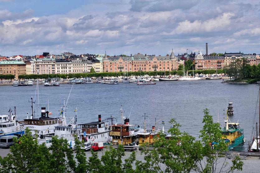 Blick von Skeppsholmen auf  Promenade Strandvägen Stockholm
