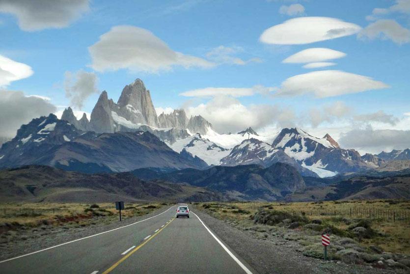 Anfahrt nach El Chaltén mit dem Fitz Roy Gebirge