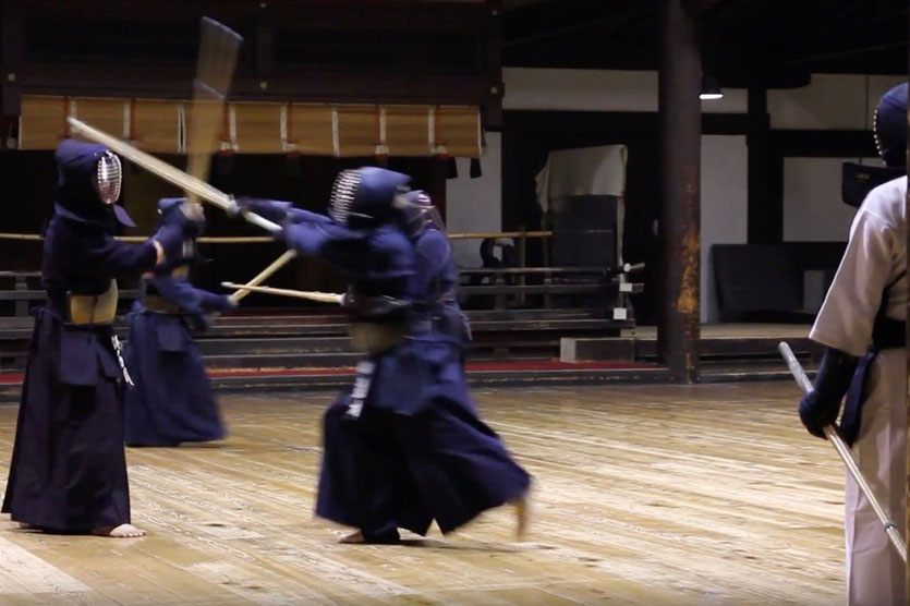 watch visit Kendo Schwertkämpfer Training Kyoto Budo Sporthalle Sport Centre