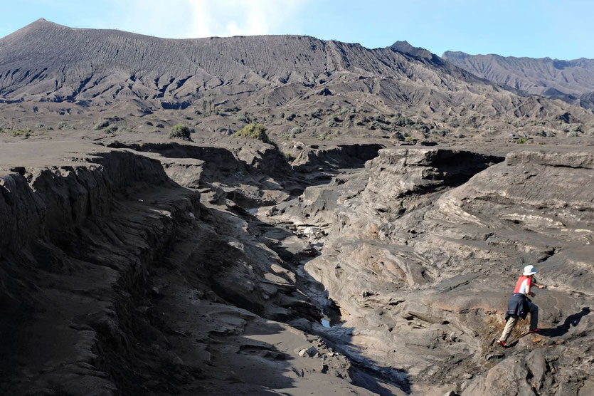 Bromo hike Sea of Sand Java Vulkan wandern