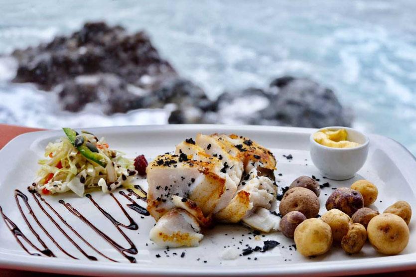 Skrei Kabeljau im Fischrestaurant La Nasa am Meer Arrieta Lanzarote