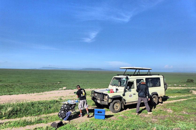 Lunch stop in the Seregenti Tanzania safari