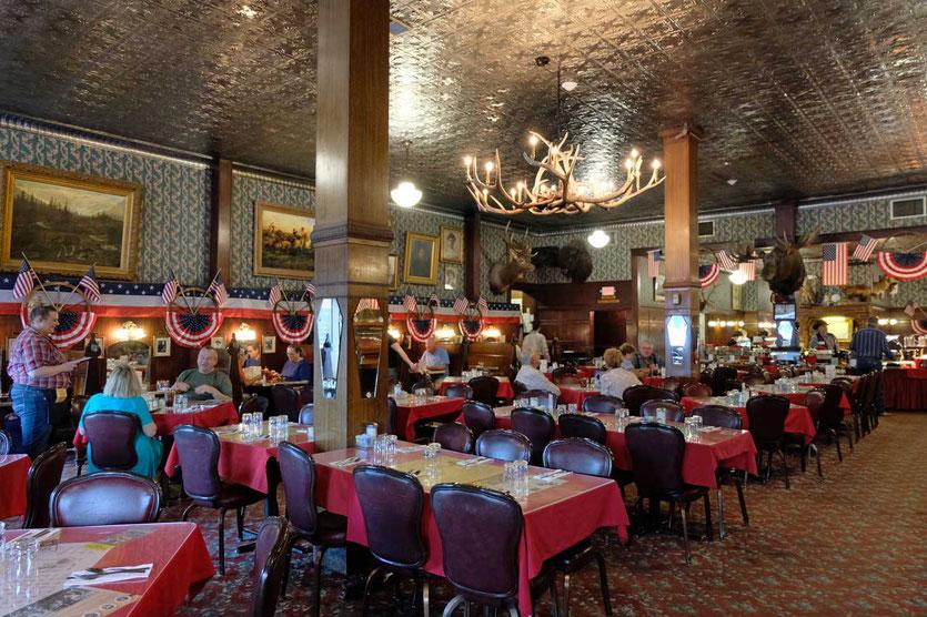 Saloon im legendäres Irma Hotel Cody