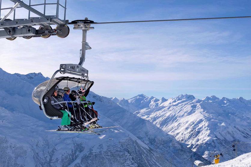 Hochgeschwindigkeits-Sesselbahn Ski Arena Andermatt-Sedrun