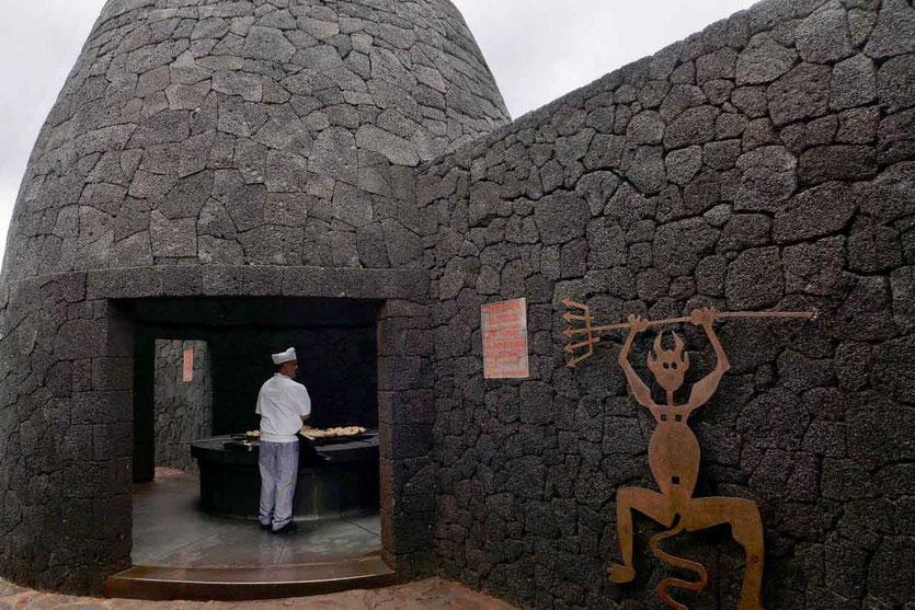 von César Manrique entworfenen Restaurant El Diablo riesiger Vulkangrill