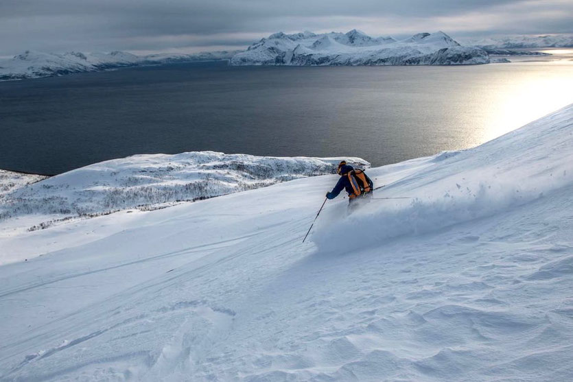 Martin surft zum Meer hinab. Foto: Stefan Brunner