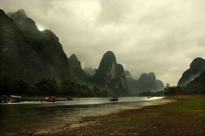 Li River Raft Cruise Yangshou, Guilin China