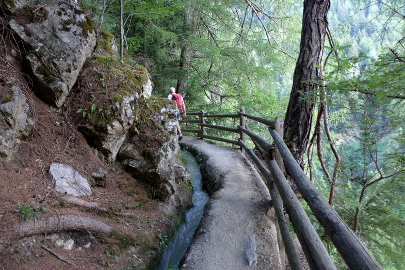 Leichte Wanderung Südtirol Waalwege Vinschgau Wandern mit Kindern