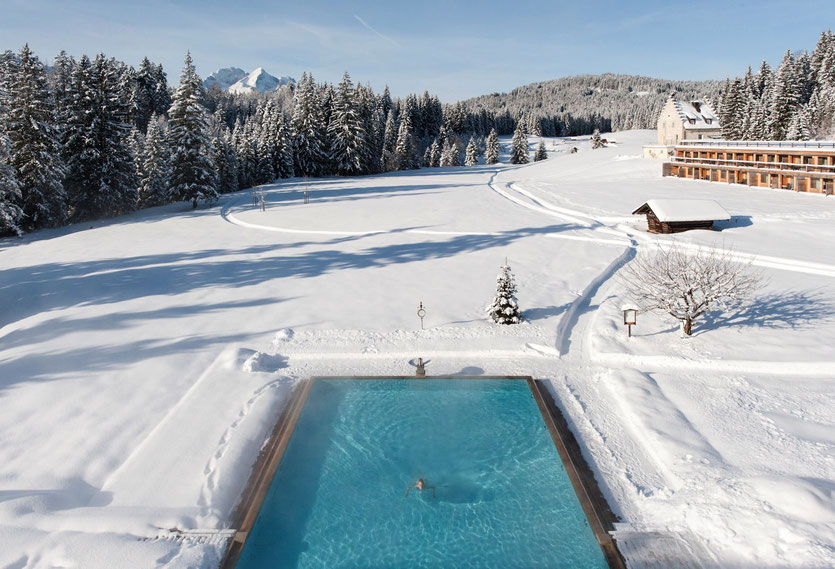 Kranzbach Pool im Winter Wellness & Design Hotel Bayern Deutschland