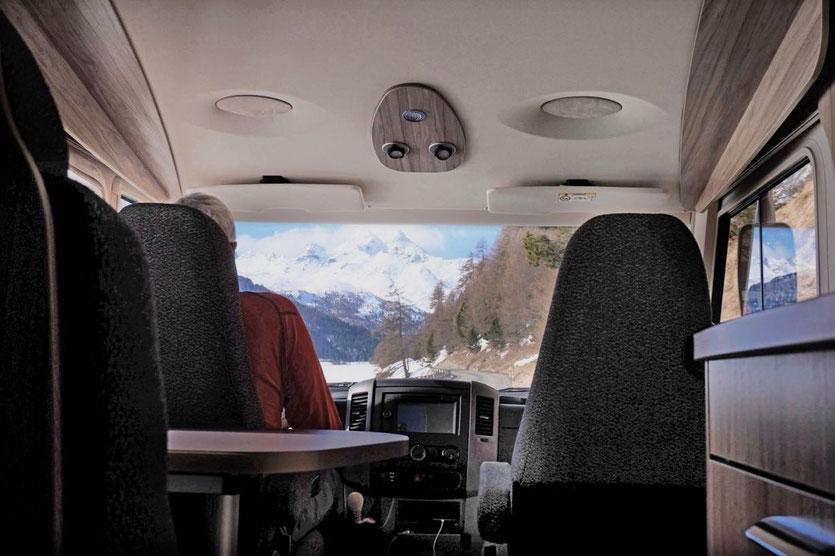 Zum Wintercamping in die Schweiz im Wohnmobil Hymer ML-I 570