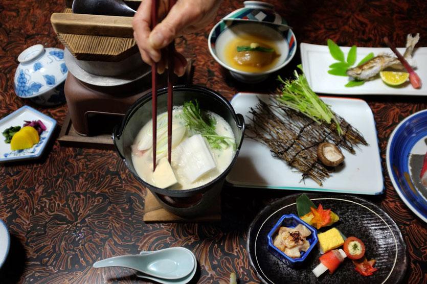 Kaiseki 'Health Food' im Kameya Ryokan in Kawayu Onsen