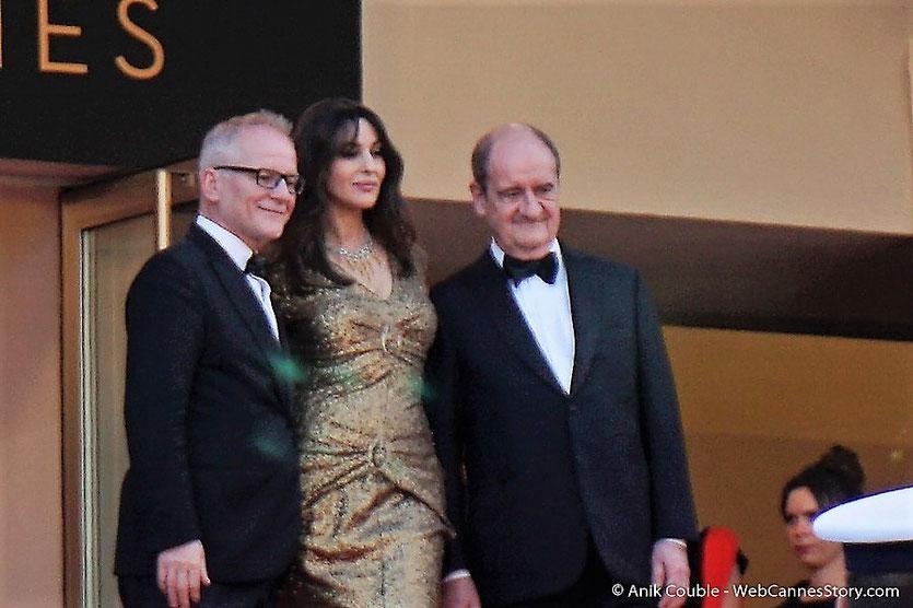 Thierry Fremaux, Monica Bellucci et Pierre Lescure, en haut des marches pour accueillir les invités de à la cérémonie des 70 ans du Festival de Cannes - Festival de Cannes 2017 - Photo © Anik Couble