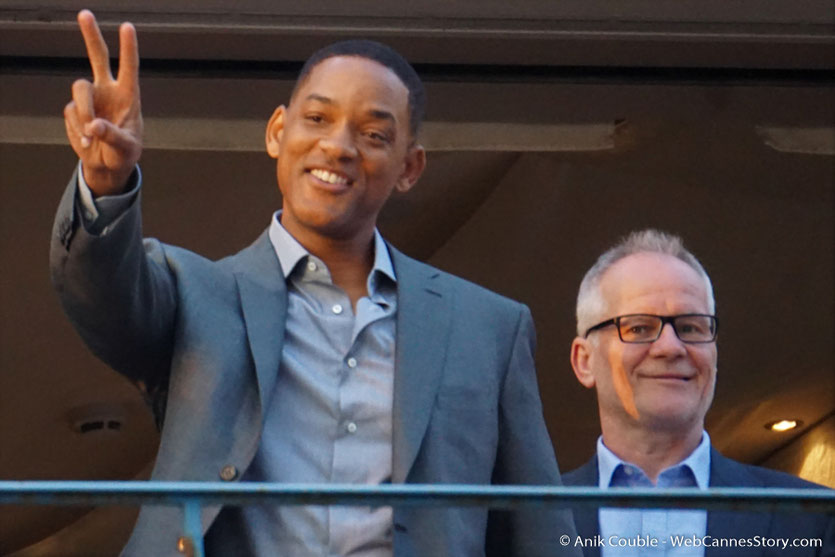 "Will Smith, membre du Jury et Thierry Frémaux, à la terrasse de ""La Palme d'Or"" le restaurant de l'Hôtel Martinez, pour le traditionnel dîner du Jury - Festival de Cannes 2017 - Photo © Anik Couble"