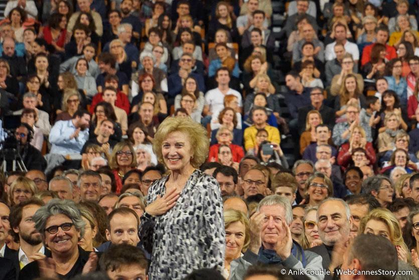 Marisa Paredes,  au milieu du public, lors de la cérémonie de Clôture du Festival Lumière 2016  - Halle  Tony Garnier de Lyon - Photo © Anik Couble