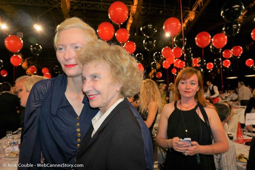 La rencontre de 2 actrices formidables et de 2 femmes exceptionnelles, Marisa Paredes et Tilda Swinton, lors du dîner d'ouverture du Festival Lumière 2017, à Lyon - Photo © Anik Couble