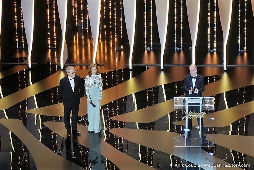 Isabelle Huppert, Thierry Fremaux et Pierre Lescure, sur la scène du Palais des festivals pour célébrer les 70 ans du Festival de Cannes - Festival de Cannes 2017 - Photo © Anik Couble
