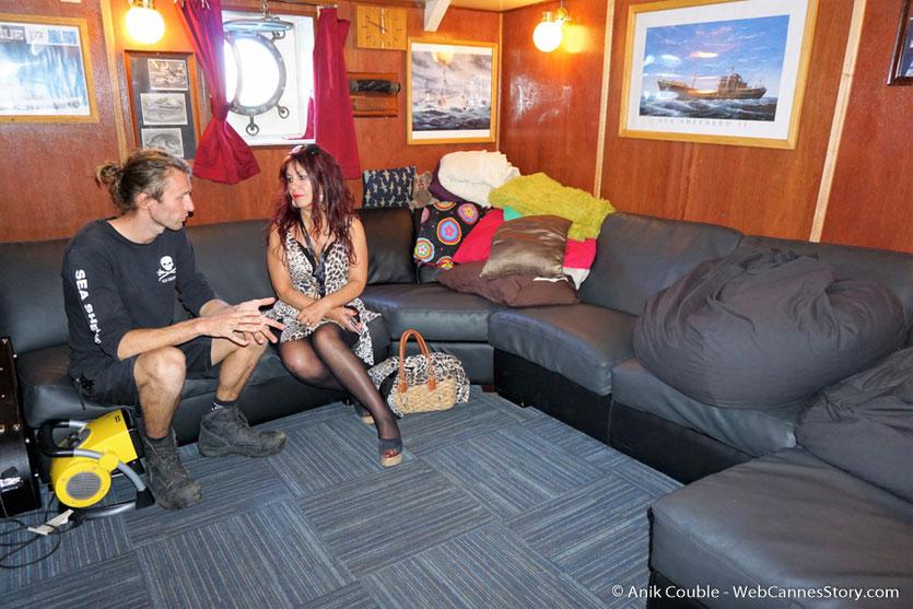 """Esméralda Petit Benito,  dans la salle de détente du """"Sam Simon"""",  l'un des bateaux de la fondation Sea Shepherd - Festival de Cannes 2016 - Photo © Anik Couble"""
