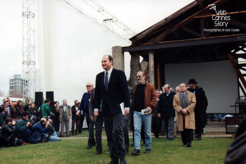 """Remake de """"Sortie d'usine"""", par les réalisateurs du monde entier, lors du centenaire du Cinéma, organisé par l' Institut Lumière à Lyon, le 19 mars 1995 - © Anik COUBLE"""