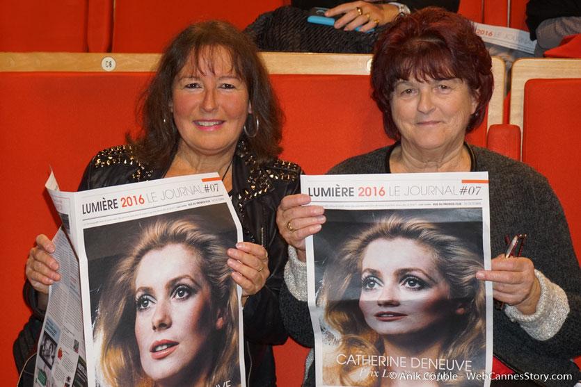 Anik Couble et Ginette Bourgin, lors de la cérémonie de remise du Prix Lumière - Festival Lumière -Amphitheâtre 3000 - Lyon - Oct 2016  - Photo © Anik Couble
