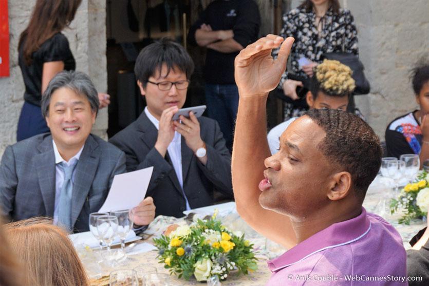 Park Chan-wook et Will Smith, membres du Jury, lors de l'aïoli, le traditionnel déjeuner de presse, offert par le Maire de Cannes - Festival de Cannes 2017 - Photo © Anik Couble