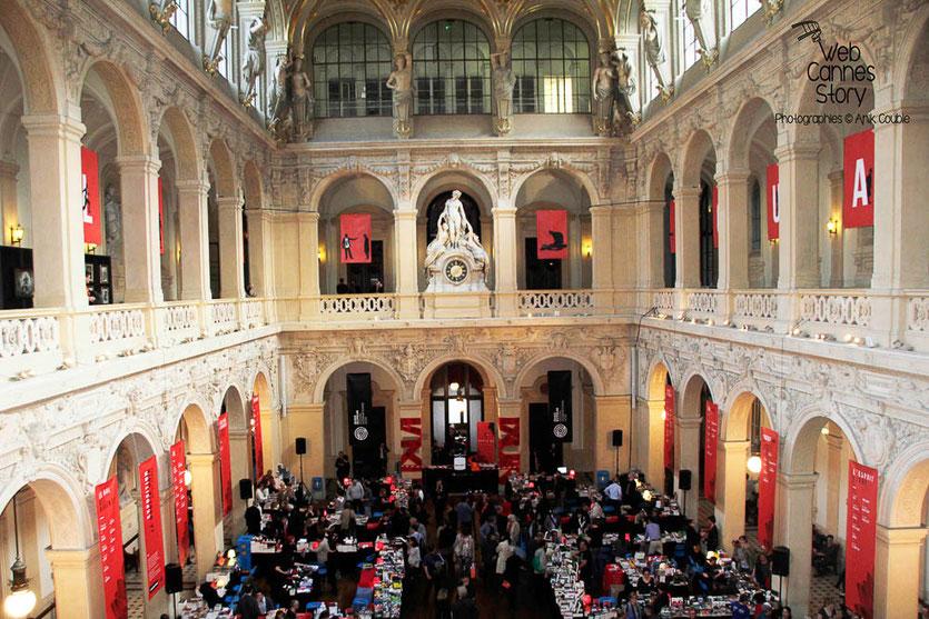 Vue sur la  superble salle de la Corbeille au Palais du Commerce - Quais du Polar  2014 - Lyon - Photo © Anik COUBLE