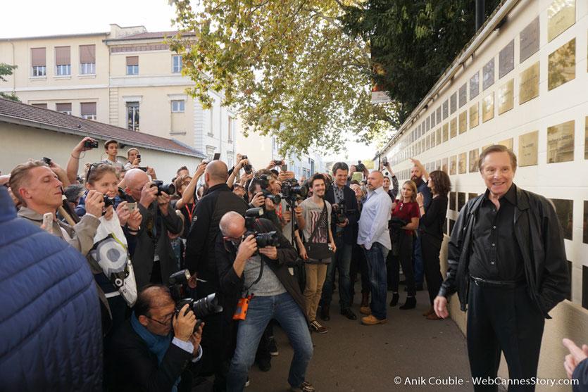 Le public, venu nombreux pour assister à  la pose d'une plaque au nom de William Friedkin sur le mur des réalisateurs, à l'Institut Lumière - Festival Lumière 2017 - Photo © Anik Couble