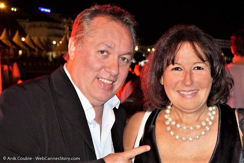 En compagnie d'Hugo Mayer du blogreporter, lors soirée de clôture, du Festival de Cannes, sur la plage de l'Hôtel Majestic - Festival de Cannes 2017 - Photo © Anik Couble