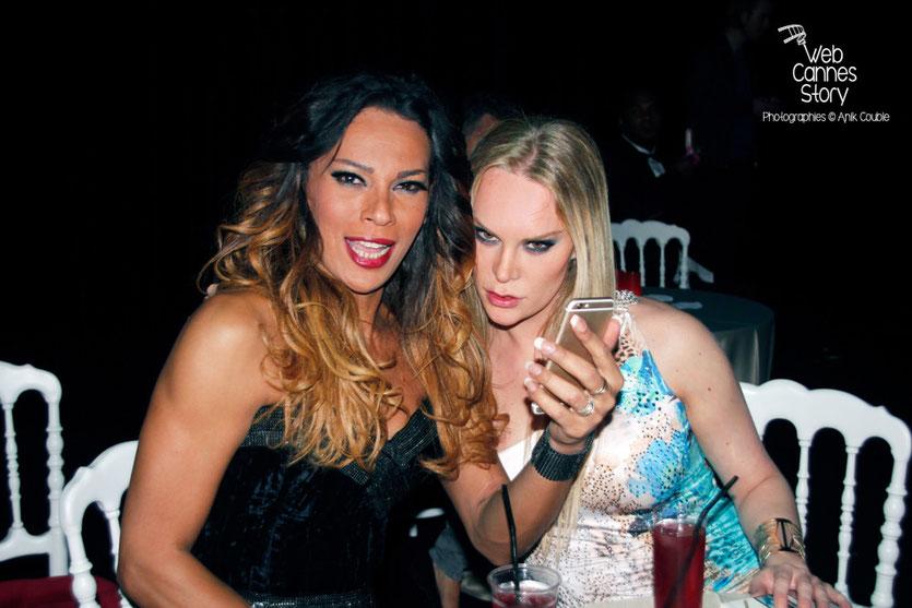 """2 actrices du film """" Love """" de Gaspard Noé, lors de la soirée du film - Festival de Cannes 2015 - Photo © Anik COUBLE"""