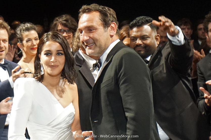 Gilles Lellouche, entouré de Leïla Bekhti, lors de la projection de son film, Le grand bain, présenté, le 13 mai 2018, hors compétition - Festival de Cannes 2018 - Photo © Anik Couble