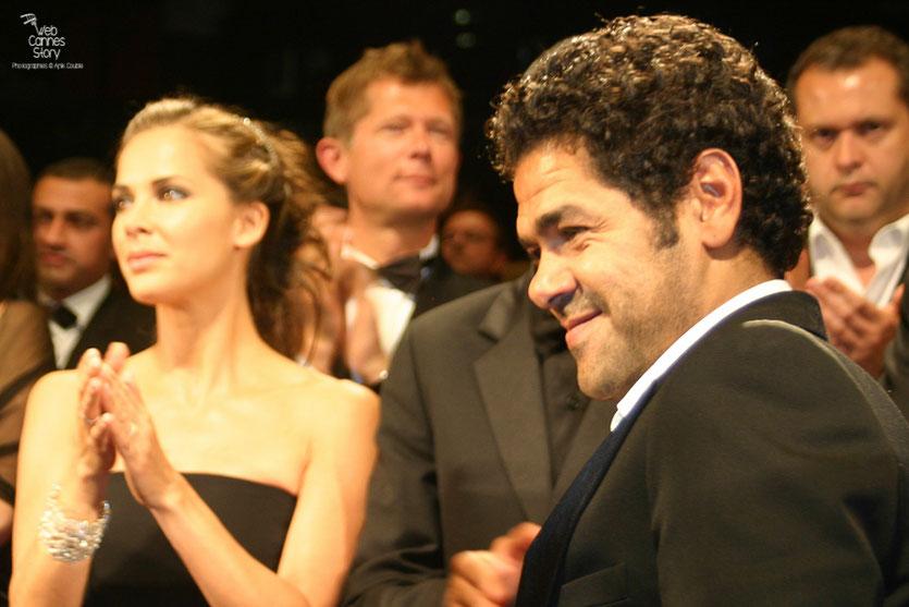 """Jamel Debbouze et Melissa Theuriau, lors de la projection du film """"Hors la loi""""  de Rachid Bouchareb - Festival de Cannes 2010 - Photo © Anik Couble"""