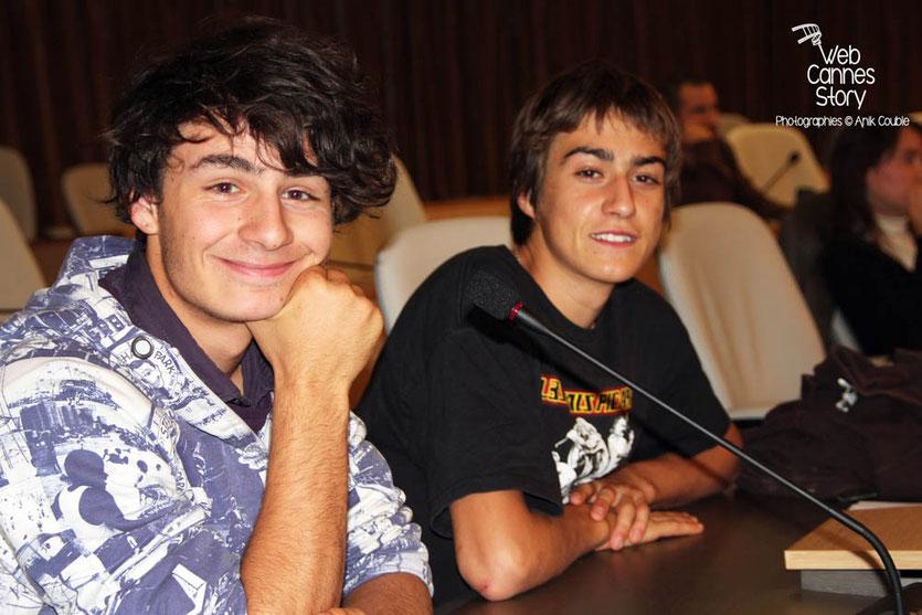 2 lycéens, lors du débat public sur les changements climatiques  - Lyon - 0ctobre 2011  © Anik COUBLE