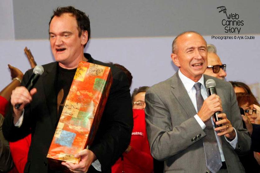 Quentin Tarantino et Gérard Collomb, sur la scène de la Halle Tony Garnier - Clôture du Festival Lumière - Lyon - 2013 - Photo © Anik COUBLE