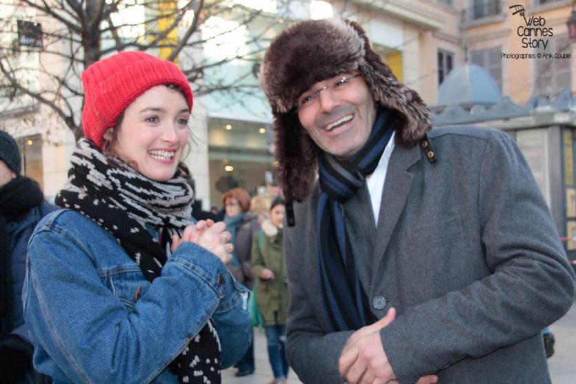 """Charlotte Le Bon et Toumi Djaïdja, initiateur de la marche de 1983, lors de l'inauguration de l'Expo Photo """"Inside Out"""" de l'Artiste JR - Lyon  Déc 2013 - Photo © Anik COUBLE"""