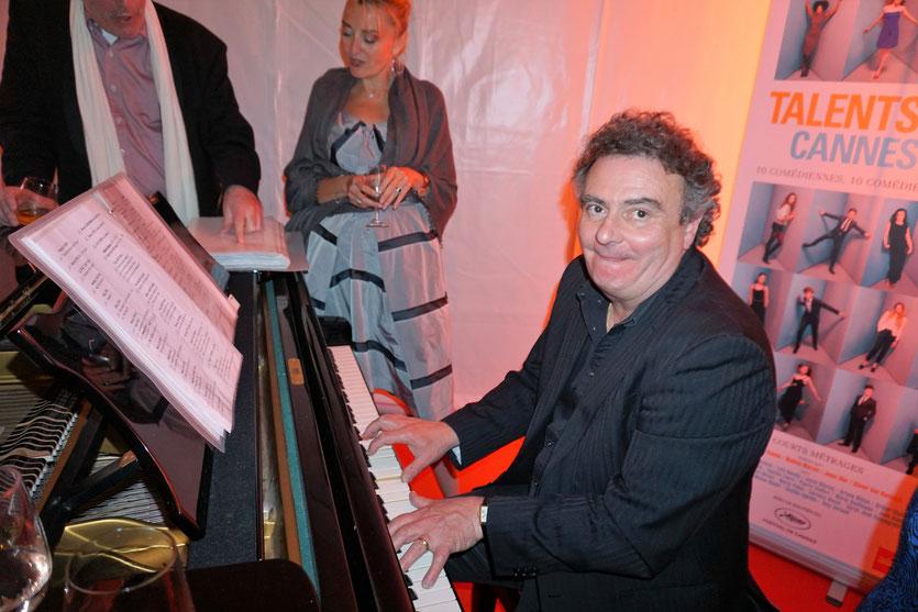 Alain Bernard, le délirant et formidable pianiste de la VillaRatapoil - Festival de Cannes 2016 - Photo © Anik Couble