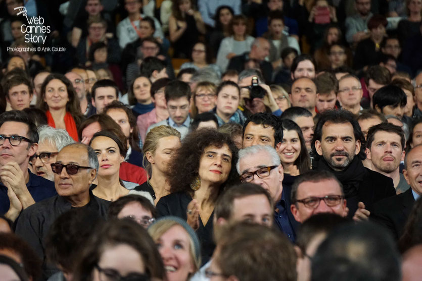 Martin Scorsese entouré de Pablo Trapero, Abbas Kiarostami, Bérénice Bejo et Michel Hazanavicius et Elia Suleiman - Clôture du Festival Lumière 2015 - Lyon  - Photo © Anik COUBLE