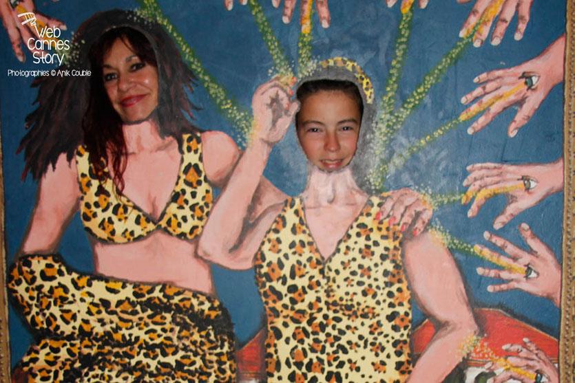 """Esméralda Petit-Benito une des femmes panthères et Alan Badaoui-Couble, au coeur de l'exposition """"GRRRRR !!! Sur la piste des femmes panthères, lors de la soirée du Film « Welcome to New York » d'Abel Ferrara - Festival de Cannes 2014 - © Anik COUBLE"""