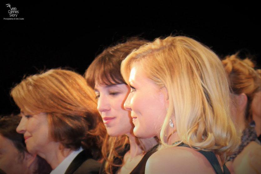 """Kirsten Dunst, Charlotte Gainsbourg et Charlotte Rampling, lors de la projection de """"Melancholia"""" de Lars Von Trier - Festival de Cannes 2011 - Photo © Anik Couble"""