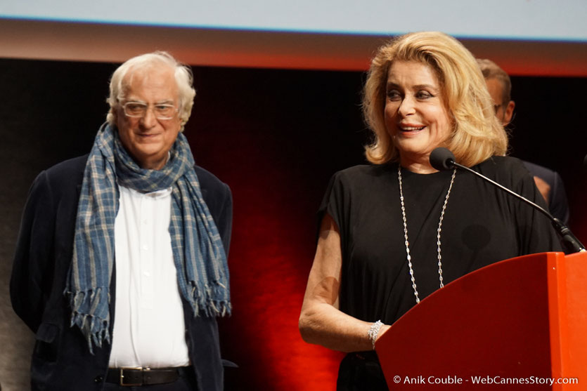 Catherine Deneuve et Bertrand Tavernier - Cérémonie de remise du Prix Lumière - Amphitheâtre 3000 - Lyon - Oct 2016  - Photo © Anik Couble