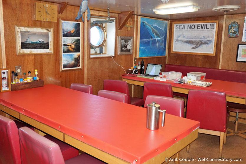 """Le réfectoire du """"Sam Simon"""",  l'un des bateaux de la fondation Sea Shepherd - Festival de Cannes 2016 - Photo © Anik Couble"""